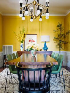 Best Farmhouse Dining Room Lighting Ideas – My Life Spot Yellow Dining Room, Dining Room Walls, Room Chairs, Office Chairs, Interior Decorating, Interior Design, Decorating Ideas, Decor Ideas, Yellow Walls