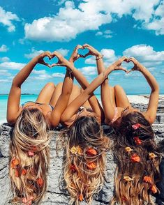 There's no one like your BFF! Check out these BFF pictures & bestie poses ideas Bff Pics, Photos Bff, Cute Friend Pictures, Friend Photos, Beach Photos, Cute Photos, Shooting Photo Amis, Best Friend Fotos, Shotting Photo