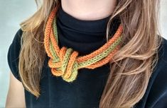 Oransje og grønn heklet halskjede Crochet Necklace, Jewelry, Fashion, Lady, Jewlery, Moda, Crochet Collar, Jewels, La Mode