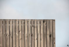 Tvarnø House. Small house with new extension. Facade made of Kebony Wood. Top corner of facade. Pine Kebony Wood.  Made by Sortsø arkitekter + KATOxVICTORIA