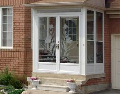 Toronto Porch Enclosures Installer and Supplier! Pioneer Windows Inc. offers porch enclosures installation in Kitchener, Waterloo, Burlington & Greater Toronto Area. Front Door Porch, Porch Doors, Front Porch Design, Glass Front Door, Back Doors, Enclosed Front Porches, Small Porches, Aluminum Storm Doors, Aluminium Doors