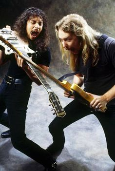 Metallica-AHHHH Kirk Hammett and James Hetfield goofing around with their guitars