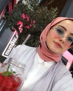 🍹🌿 Modest Fashion Hijab, Modern Hijab Fashion, Casual Hijab Outfit, Hijab Chic, Muslim Fashion, Dress Fashion, Hijab Makeup, Urban Fashion Photography, Hijab Trends