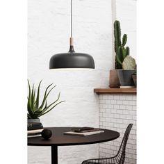 Acorn kattovalaisin merkiltä Nothern Lighting, suunnitellut Atle Tveit. Tavallisen muotoinen va...