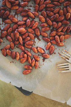 Julegodt: Brente mandler med kokossukker — Happy Food Stories Happy Foods, Yule, Carrots, Almond, Vegetables, Healthy, Diabetes, Christmas, Navidad