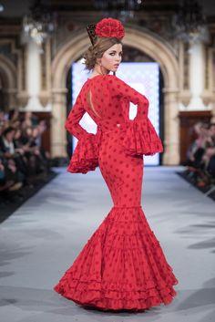 Carmen Acedo - We Love Flamenco 2018 - Sevilla Flamenco Costume, Flamenco Dancers, Dance Costumes, Red Frock, Spanish Fashion, Native Style, Feminine Dress, Traditional Dresses, Aesthetic Clothes