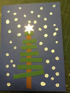 Carte sapin by bonnie Christmas Art Projects, Christmas Arts And Crafts, Preschool Christmas, Christmas Activities, Christmas Themes, Winter Christmas, Holiday Crafts, Christmas Snowflakes, Christmas Cards For Children