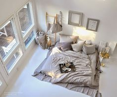 ห้องนอน แสนสบาย ไม่จำเป็นที่จะต้องมี เตียงนอน ขนาดคิงไซด์ กลิ้งเท่าไหร่ก็ไม่ตกเตียง หรือมีดีไซน์ที่หรูหราอลังกาลเวอร์วังเหมือนกับภาพในนิตยสา...