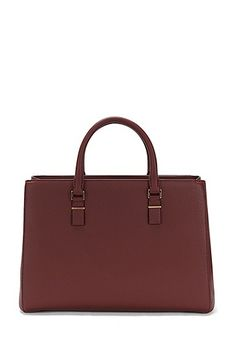 This BOSS shopper in soft leather is equipped with rounded carrying handles and detachable shoulder straps. The branded bar-shaped ornament in gold effect provides an elegant brand accent. With its intelligent interior layout, this women's bag makes a practical and, at the same time, elegant companion.