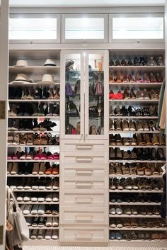 How To Easily Organize Your Closet. Click here for your top 4 tips on organizing your closet! j. cathell #organizedcloset #closetorganization #closet #jcathell