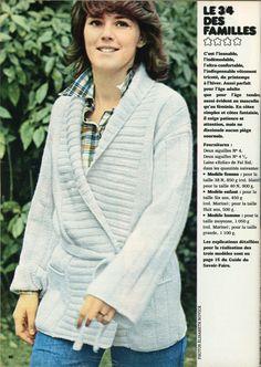 """100 Idées n°2 - mars1973 - Article """"Tricots : un air de mode"""" - réalisation Franka de Mailly, Michèle Serre, Betty Mertens - Photo Elisabeth Novick - """"le 3/4 des familles"""" - modèle femme tricoté aux aiguilles 4 et 4,5 avec la laine """"Eolia"""" de Fal Eol. Ce genre de veste croisée et ceinturée était un """"must"""" à l'époque !"""