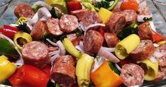 Παραδοσιακό και νόστιμο φαγητό με χοιρινό λουκάνικο, πολύχρωμες πιπεριές και σάλτσα ντομάτας για ένα τέλειο γεύμα !!! Υλικά 3 Λουκάν... Sausage, Beef, Recipes, Food, Meat, Sausages, Recipies, Hoods