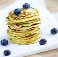 Easy-to-make and absolutely delicious American pancakes made with coconut flour. Norwegian Food, Norwegian Recipes, Low Carb Candy, Coconut Flour Pancakes, American Pancakes, Candy Recipes, Lchf, Keto, Low Carb Recipes