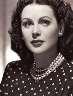 Hedy Lamarr ♥. Actress, mathematician, inventer of wireless communication.  My kind of geek.