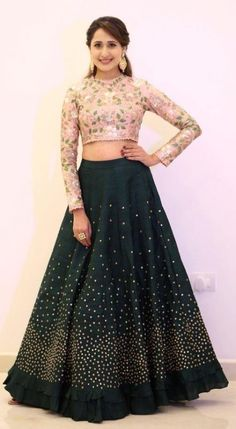 Trendy How To Wear Pink Jeans Wardrobes Ideas Source by Half Saree Designs, Fancy Blouse Designs, Choli Designs, Lehenga Designs, Designer Lehnga Choli, Designer Bridal Lehenga, Ghagra Choli, Designer Party Wear Dresses, Indian Designer Outfits