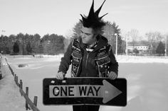 Image discovered by ingrid. Find images and videos about fashion, beautiful and style on We Heart It - the app to get lost in what you love. Punk Mohawk, Punk Subculture, Estilo Punk Rock, Gothic, 80s Punk, Punks Not Dead, Riot Grrrl, Heavy Metal Music, Skinhead