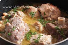 Sauce blanche pour plats traditionnels algériens Elle est la base de plusieurs plats traditionnels algériens ! Ingrédients : Pour 4 personnes - des morceaux de viandes ou poulets -1 poigné de pois chiche trempé la veille -1 oignon -2 c à s d'huile -1...