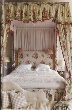 English print in this charming English bedroom - when will chintz return in a big way? (My dear, chintz never went OUT! English Cottage Style, English Country Decor, English House, English Style, Country Life, French Country, Dream English, English English, English Bedroom