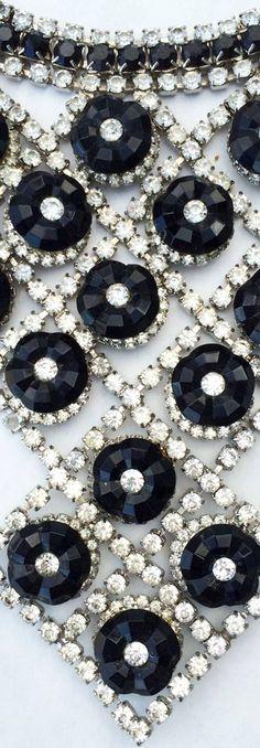 William de Lillo - Collier Ras du Cou 'Plastron' -  Strass Façon Diamants et Perles Façon Jais - 1974