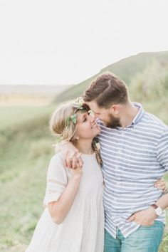 So cute! http://www.stylemepretty.com/canada-weddings/alberta/calgary/2015/07/17/romantic-foothills-engagement-session/ | Photography: Genevieve Renee - http://genevieverenee.com/