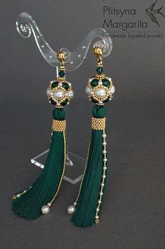 SALE Long tassel earrings Emerald earrings by RitaLovelyBeads Green Tassel Earrings, Emerald Green Earrings, Tassel Jewelry, White Earrings, Seed Bead Earrings, Diy Earrings, Beaded Jewelry, Handmade Jewelry, Seed Beads