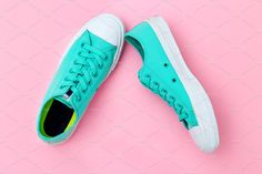Green shoes on pink background. by Nastassia on Pink Fashion, Fashion Photo, Boho Fashion, Fashion Beauty, Holi Festival Of Colours, Black Manicure, Afro Men, Girl With Green Eyes, Yellow Clothes