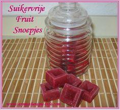 Deze suikervrije fruit snoepjes lijken een beetje op wijngums of gummiebeertjes maar zijn stukken gezonder en snel gemaakt.