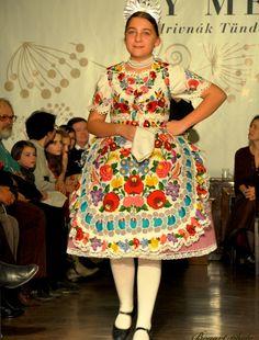 Popular Art, Arte Popular, Folk Costume, Costumes, Hungarian Embroidery, Spring Summer 2015, Ukraine, Traditional, Lady