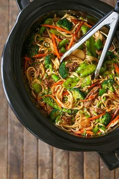 Slow Cooker Lo Mein | Slow Cooker Lo Mein - Skip delivery and try this veggie-packed takeout favorite for a healthy dinnertime meal that is easy to make right in your crockpot!