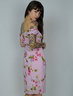 Sweet 90s floral dress. Made in a poly-chiffon layered over a soft pink…