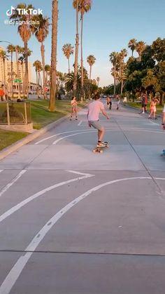 Skateboard Videos, Skateboard Girl, Longboard Cruising, Long Skateboards, Skate Girl, Skate Style, Aesthetic Videos, Surfing, Skate Board