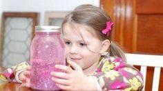 Se trata de un viejo método diseñado por la pedagoga italiana Maria Montessori. Toma nota como si se tratase de una receta de los ingredientes que necesitarás para construir tu propio tarro