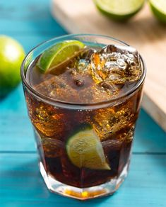 Add lime juice to a good old fashioned rum and coke, and you've got yourself a Cuba Libre! Cuba Libre Drink, Cuba Libre Recipe, Cuba Libre Cocktail, Cocktail Drinks, Cocktail Recipes, Tequila, Vodka, Coca Cola, Spiced Rum
