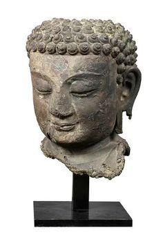 Exceptionnelle tête en bronze provenant d'une sculpture monumentale de Buddha, Chine, époque Ming , ca 15e