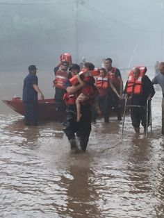 Coast Guard Marine Safety Unit Huntington Western River Flood Punt Team getting locals to safety near Clendenin, West Virginia, June 24, 2016. The team is assisting the West Virginia State Emergency Operation Center by providing disaster and relief assistance in response to the widespread flooding. U.S. Coast Guard photo