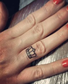16 Meilleures Images Du Tableau Tatouage Couronne Wreath Tattoo