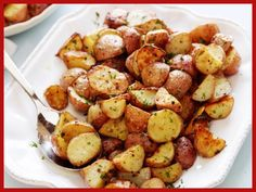 Garlic Roasted Potatoes recipe from Ina Garten via Food Network side dish for dinner last night.I squeezed fresh lemon juice over the potatoes before serving. Garlic Roasted Potatoes, Roasted Potato Recipes, Cheese Potatoes, Fingerling Potatoes, Parsley Potatoes, Mashed Potatoes, Roasted Yellow Potatoes, Garlic Parmesan, Baby Potato Recipes