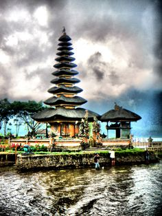 Temple on the Lake located in Bali, Indonesia. So amazing!