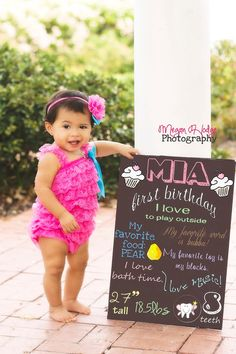 Sweet one year old birthday pictures. #perfectsign #birthdayportraits