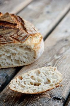 Grob, wild, saftig: Mildes Weizensauerteigbrot mit WST, Kürze Führung, lange Gare You are in the right place about Food Book ideas Here we offer you the most beautiful pictures about the Food Book cov Pastry Dough Recipe, Pastry Recipes, Kenwood Cooking, Pain Au Levain, Gluten Free Bagels, Chewy Chocolate Chip Cookies, Easy Bread Recipes, Sourdough Bread, Bread Baking