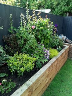 Newest Free of Charge portable Raised Garden Beds Thoughts Confident, that is an odd headline. However indeed, if Initially when i first developed our raised garden beds. Back Garden Design, Backyard Garden Design, Backyard Patio, Backyard Landscaping, Landscaping Ideas, Diy Garden, Patio Design, Plants For Raised Beds, Raised Flower Beds