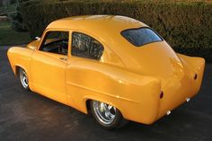 1951 Henry J - yellow car