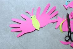 Learn how to make this easy butterfly handprint card. These are the perfect card for preschoolers to make for Mother's Day! Kids Crafts, Mothers Day Crafts For Kids, Christmas Crafts For Kids, Preschool Crafts, Gifts For Kids, Handprint Butterfly, Butterfly Kids, Survival Kit Gifts, Mothersday Cards