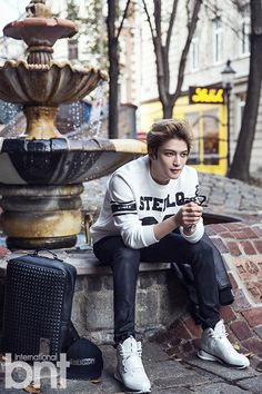 [OTHER FACEBOOK] 141203 Moldir Korea Facebook Update: Kim Jaejoong's Square Studded Backpack in bnt pictorial in Vienna, Austria