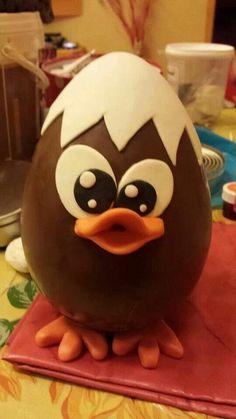 Uova-pulcino Easter Egg Cake, Easter Cupcakes, Easter Candy, Easter Cookies, Easter Treats, Chocolate Showpiece, Chocolate Art, Easter Chocolate, Chocolate Treats