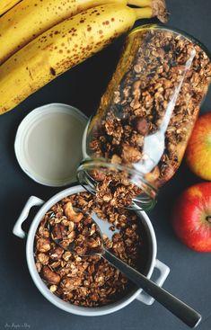 Granola bez cukru i oleju – cynamon, kokos i orzechy! / Granola with cinnamon, coconut and nuts (sugar- and oil- free). Skinny Recipes, Healthy Recipes, Granola, Acai Bowl, Cake Recipes, Cinnamon, Good Food, Lunch Box, Healthy Eating