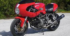 In my post of April i say that the Ducati Paul Smart 1000 LE is the hottest motorcycle ever. Well that was true until the day i saw in . Ducati Sport Classic 1000, Ducati Sport 1000, Ducati Classic, Ducati Cafe Racer, Cafe Racers, Ducati Desmo, Retro Motorcycle, Classic Motorcycle, Ducati Motorcycles