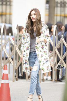Knee-length Coat + Slim-fitting Jeans