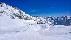 Glacier ski runs on Zugspitze, Bavaria Germany. The weather is great. #zugspitze #bayerischezugspitzbahn #bzb #glacier #skiruns #snow #powder #sun #bavaria #alps #garmischpartenkirchen #mountain #summits #cablecar #holiday #fun #zugspitzplatt #urlaub #berge #alpen #schnee #winter #skifahren #gletscher #skipisten #seilbahn #bayern #deutschland