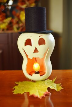 Skully is our skeleton! His goofy face is sure to keep you smiling. He will make a terrific addition to your Fall collection. He is white in color with a black top hat and comes with an orange silicone dipped light bulb. Approximately in diameter. Citouille Halloween, Courge Halloween, Halloween Gourds, Halloween Home Decor, Outdoor Halloween, Holidays Halloween, Halloween Themes, Halloween Decorations, Halloween Dinner